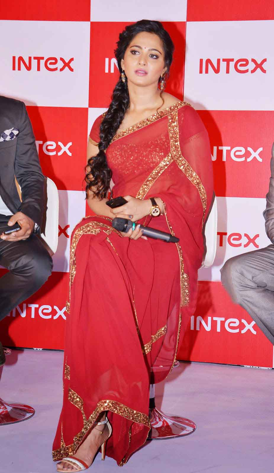 anushka shetty biography  real name  age  family profile  height  weight  movies etc