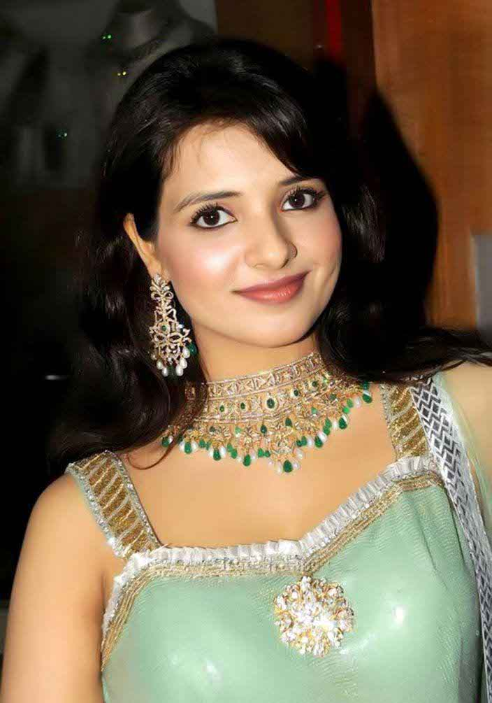 Saloni Biography